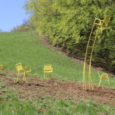 Die gelben Stühle