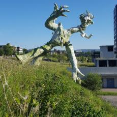 Skulptur am Abgrund